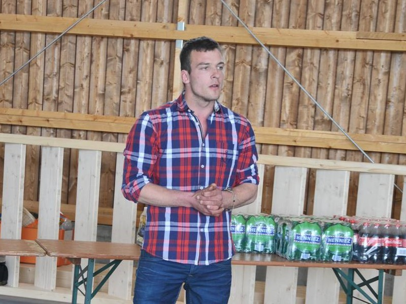 Der Landwirt und Hausherr Matthias Bräm erklärt, wieso er sich für die Solarstromproduktion entschlossen hat.