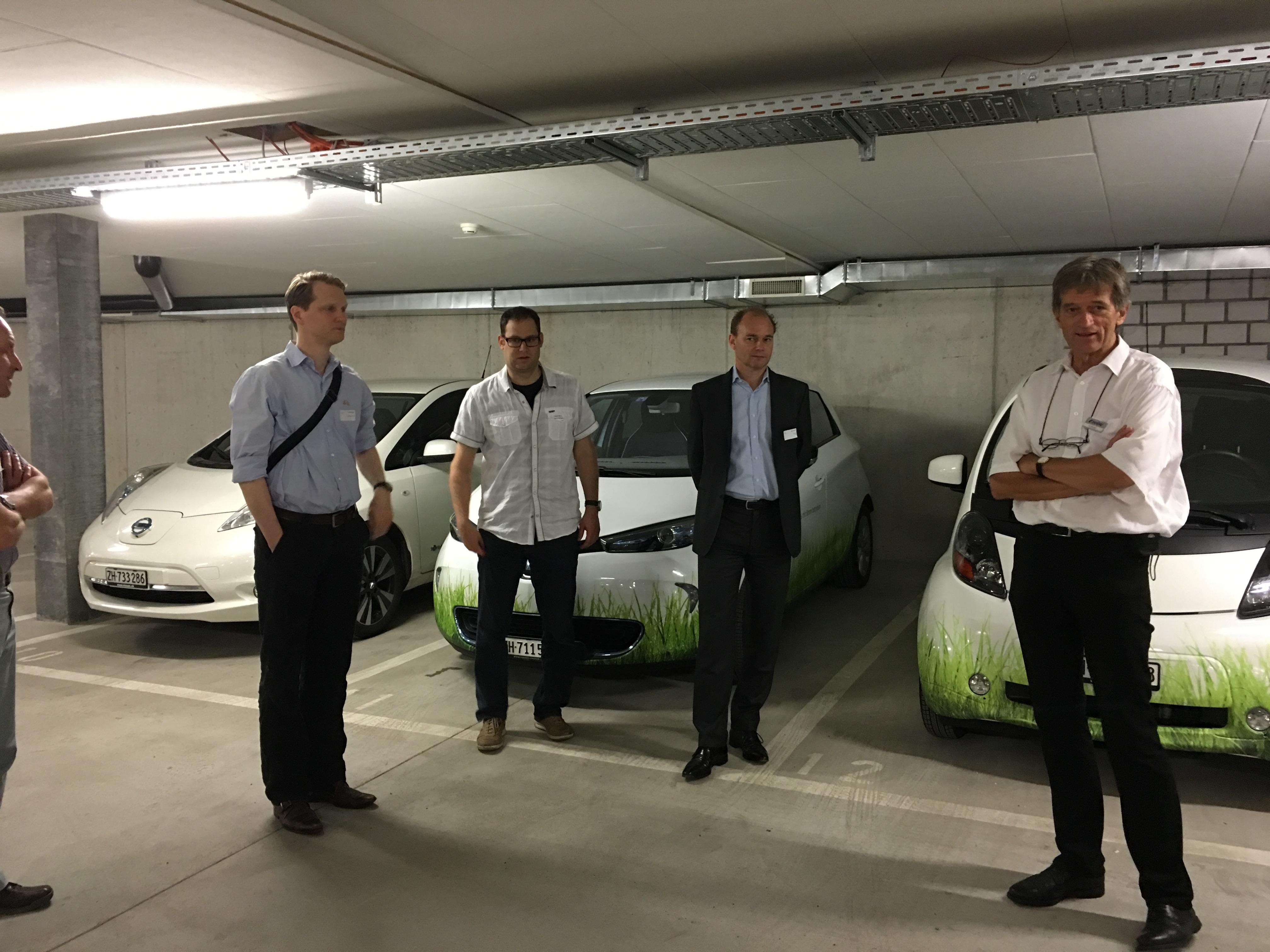 Ladeinfrastruktur für Elektromobile (oder mindestens die Leerrohre für die Leitung) müssen heute in jeder Tiefgarage eingeplant werden, findet Urs Schwegler (rechts)  von e'mobile.