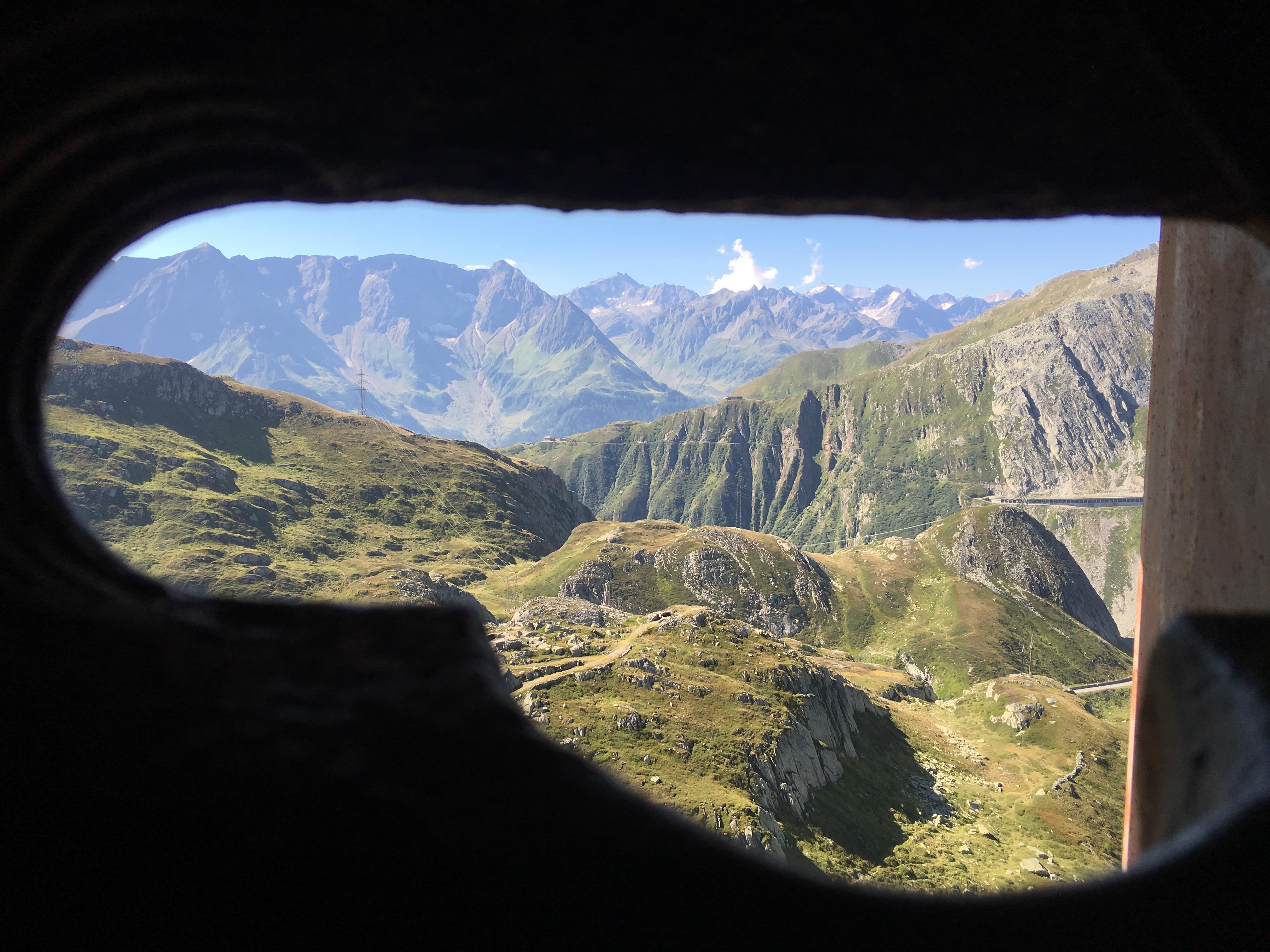 Eine der wenigen Möglichkeiten aus der Festung Sasso San Gottardo etwas Tageslicht zu sehen.