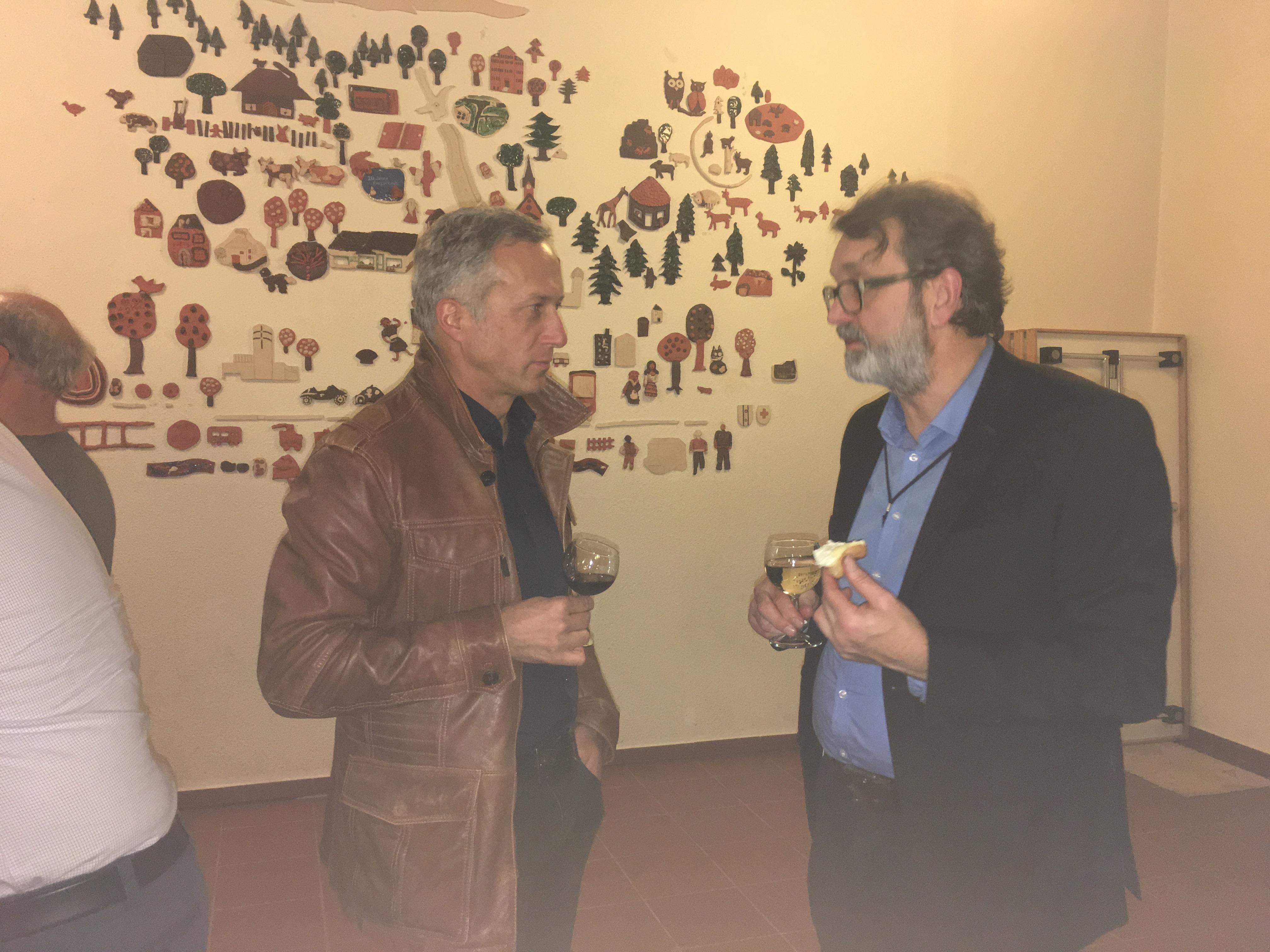 Lichtplaner und Referent Roland Bodenmann im Gespräch mit Gion Hagmann von der Gemeindeverwaltung Thalwil