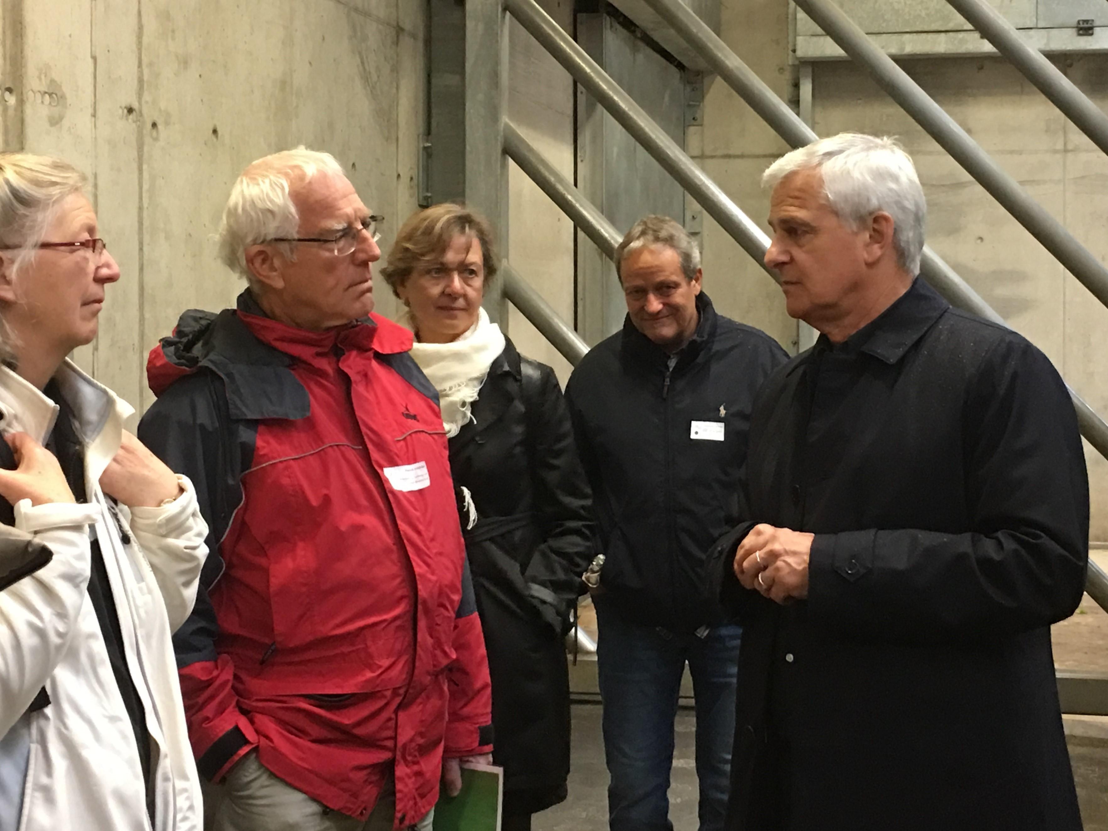 Gerne beantwortet Franco Knie die Fragen der Gäste Patrick Hächler (Präsident Zürich Erneuerbar mit Frau Beatrice), Elisabet Marzorati (Gemeinrätin Bäretswil) und Mathias Rieder (Gemeindeparlamentarier Kloten).