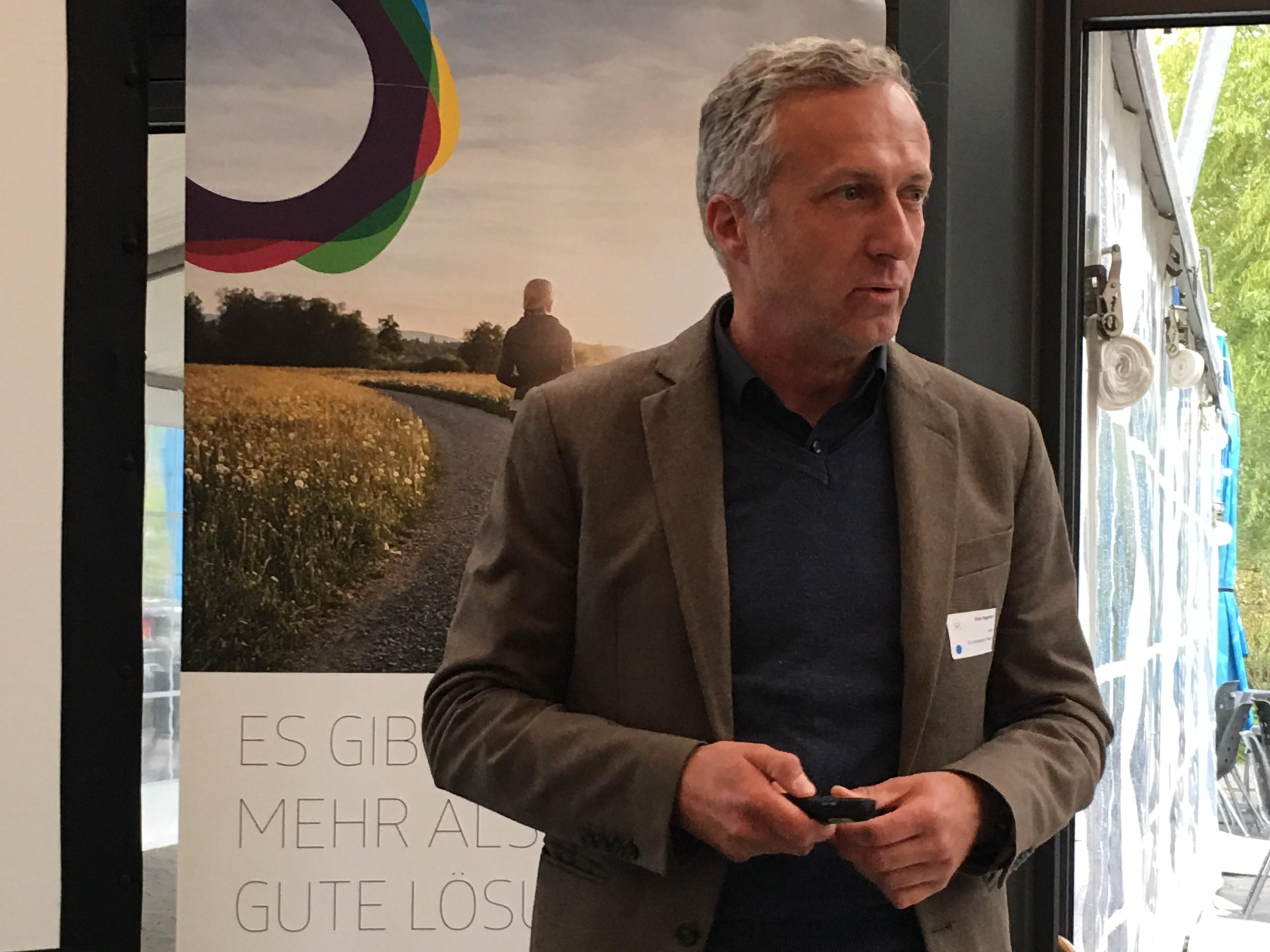 Gion Hagmann zeigt auf, wie die Gemeinde Thalwil mit der Förderung von Biogas CO2-Einsparungen erreicht.