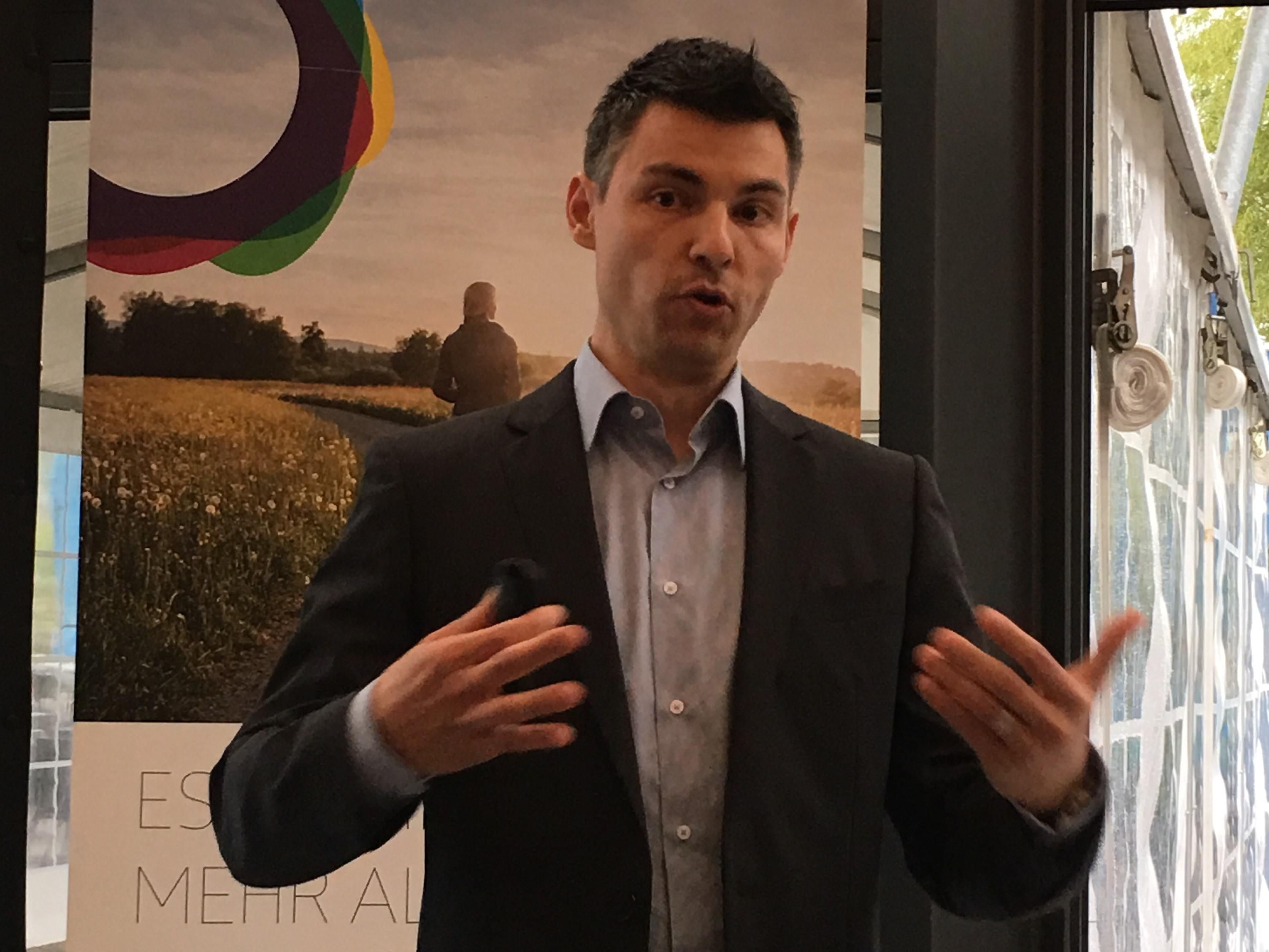 Marc Kallen, Geschäftsführer von Suter Entfeuchtungstechnik, hat überraschende Anwendungsmöglichkeiten für Holzpellets.