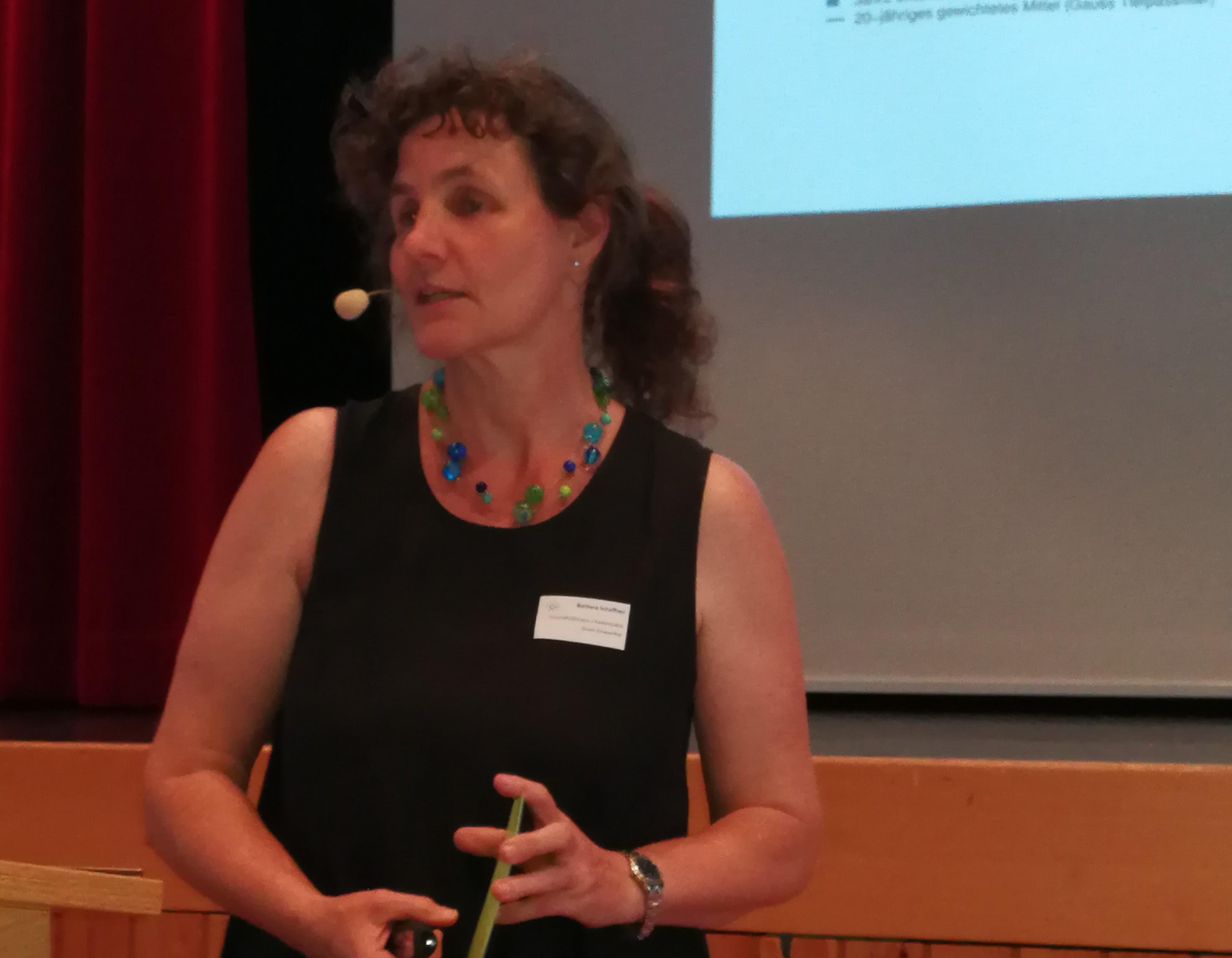 Kantonsrätin Barbara Schaffner führt durch die Veranstaltung.