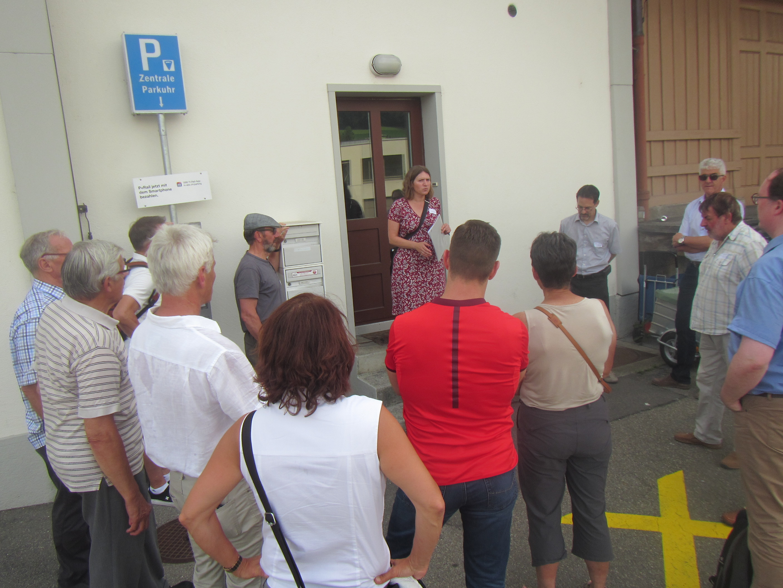 Dem Bau der Heizzentrale ging ein kommunaler Energieplan voraus. Ivana Vallarsa erläutert den Zusammenhang damit und mit dem Label Energiestadt.