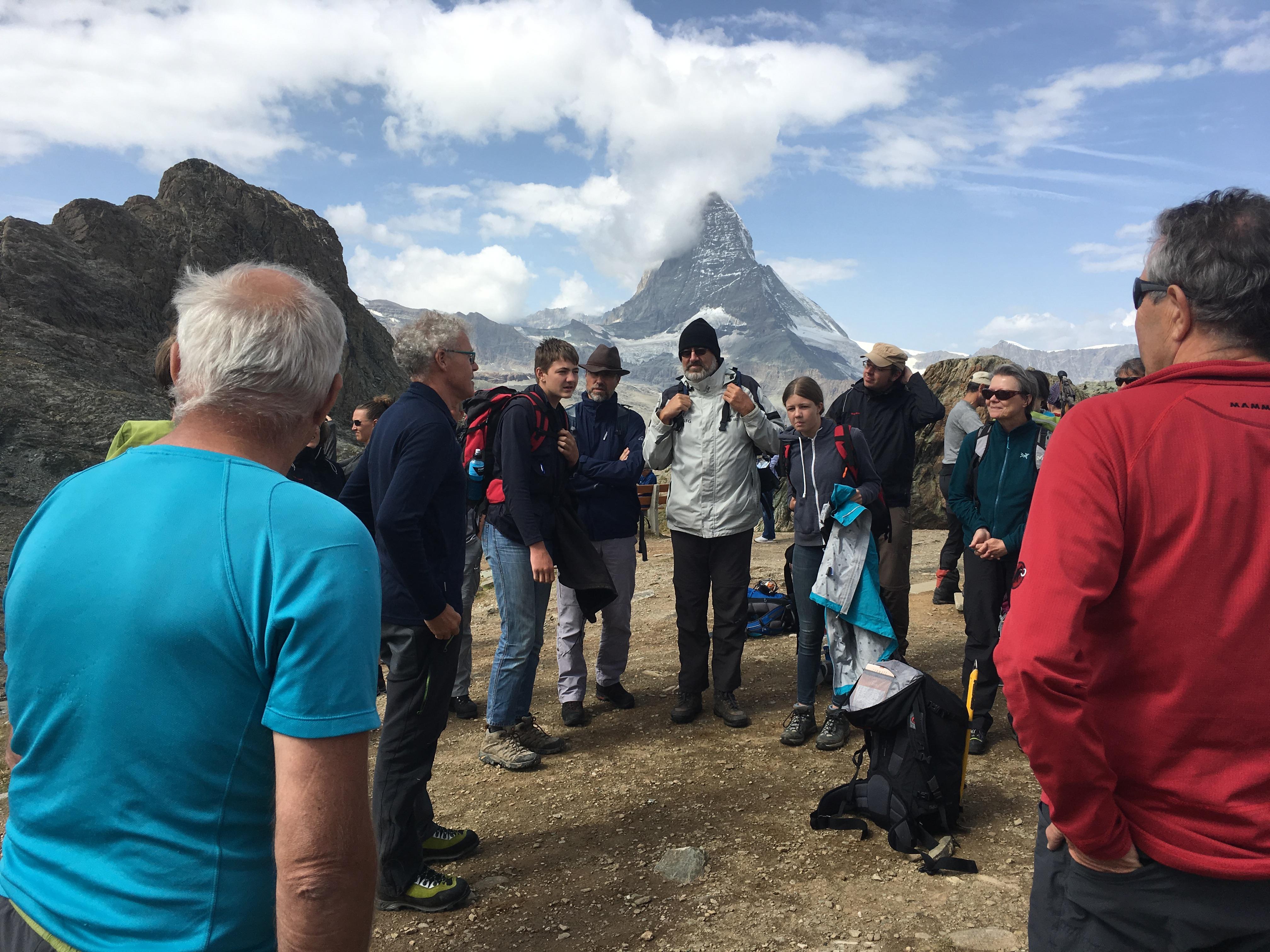 Begrüssung und erste Instruktionen durch die Bergführer