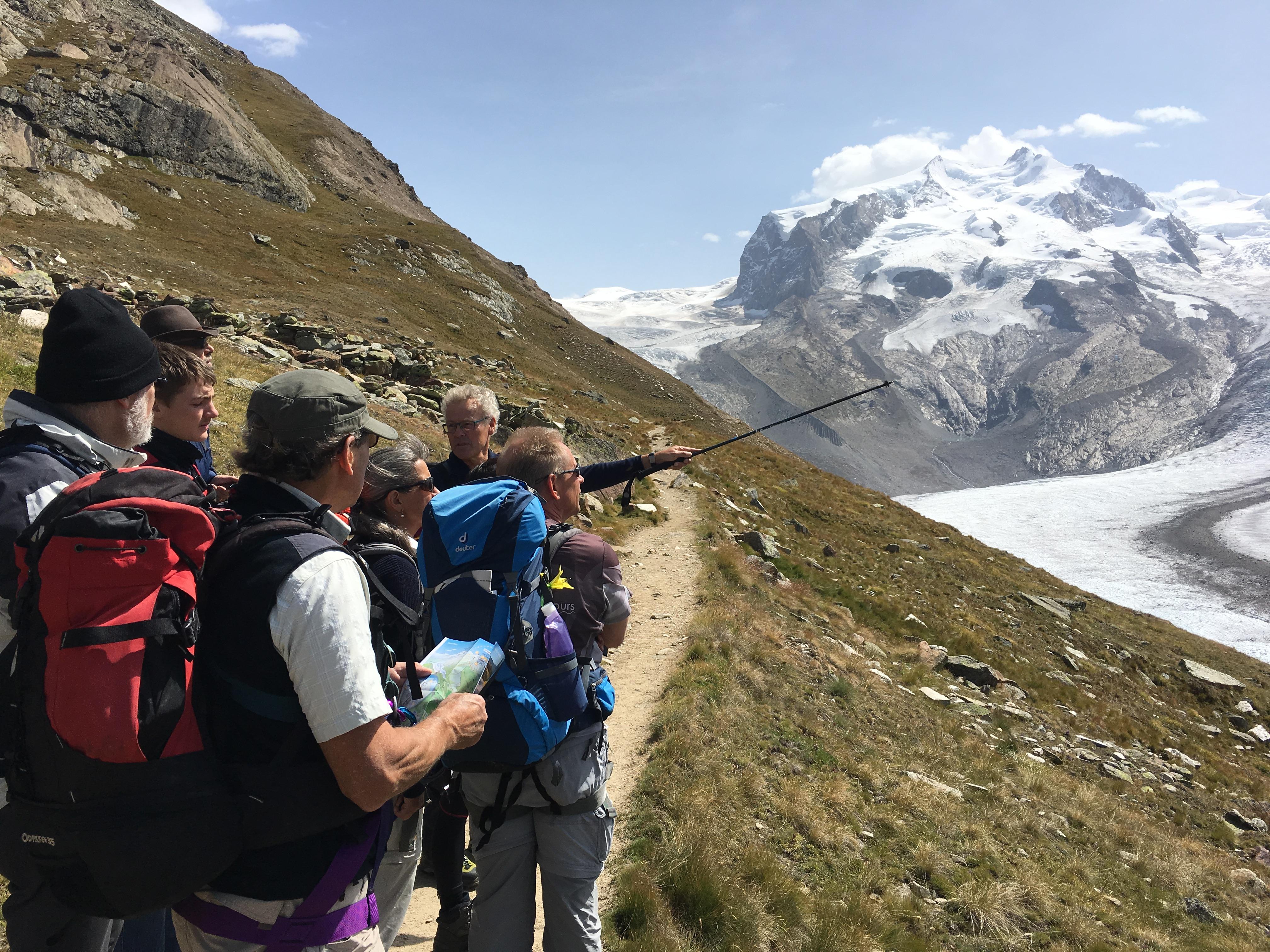 Von hier ist die Monte Rosa Hütte in weiter Ferne schon sichtbar - und dort drüben die Dufourspitze.