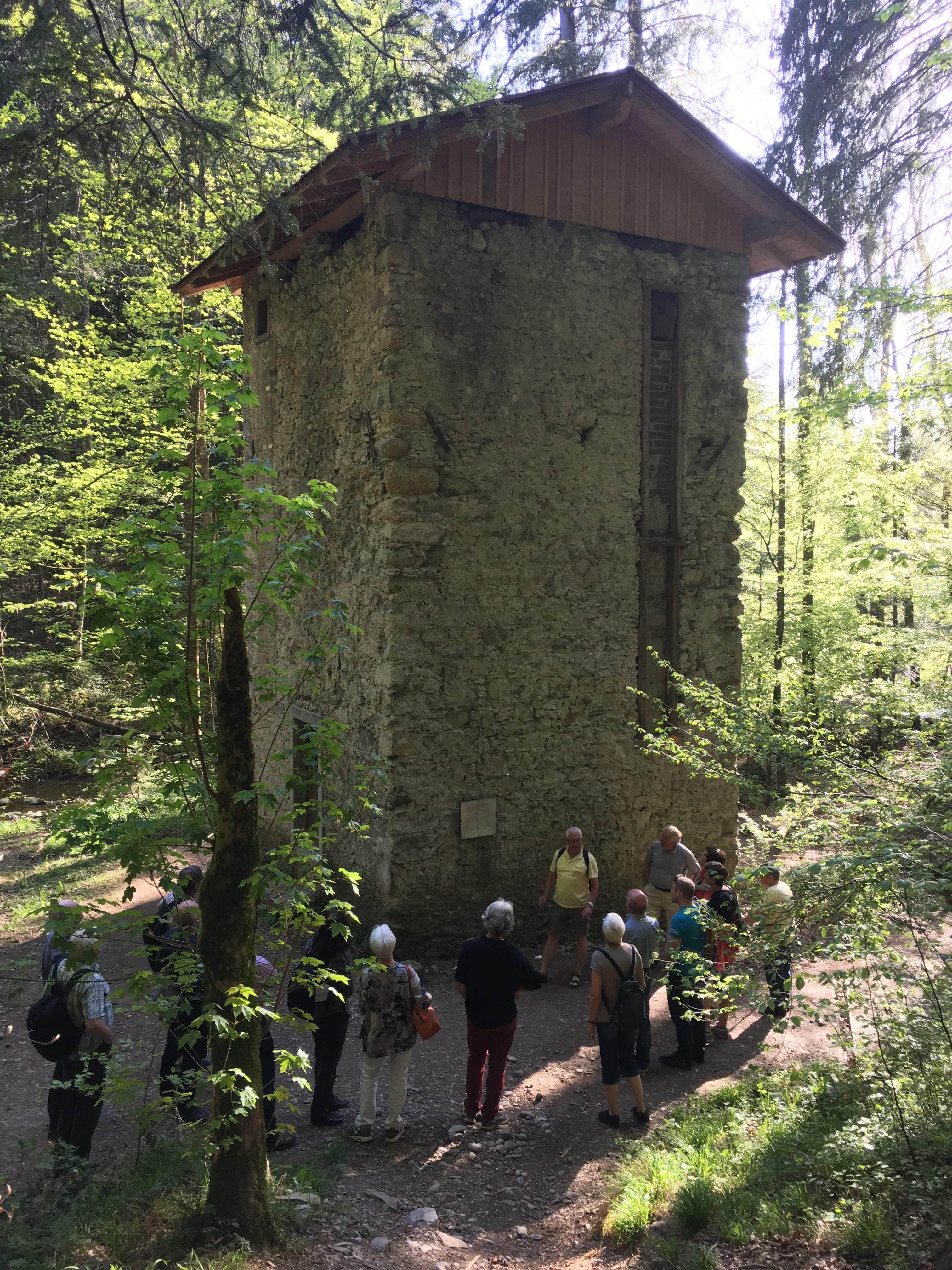 Der Tobelturm beherbergte einmal die mechanische Übertragung der Wasserkraft zur Fabrik. Die Elektrifizierung hat diese Technik aber bald überflüssig gemacht.